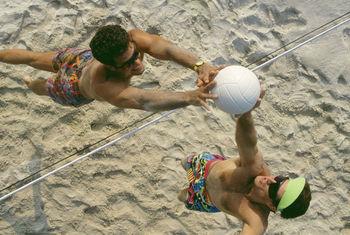 Praticar esporte na praia