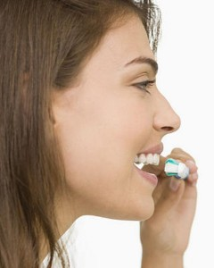 escovando dentes