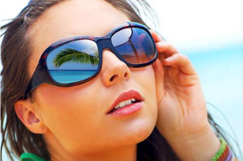 Óculos de sol adequado, cuidado para a saúde dos olhos