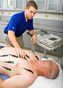 Como funciona o eletrocardiograma?